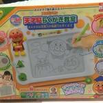 アンパンマンのお絵描きおもちゃ!「天才脳らくがき教室」を1才の娘にプレゼントしてみた
